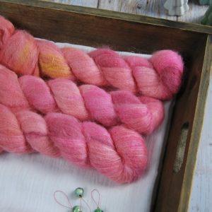 une-louve-dans-les-bois-1-laine-artisanal-teinte-main-suri-alpaga-OOAK-2