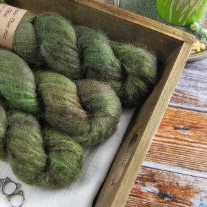 une-louve-dans-les-bois-1-laine-artisanal-teinte-main-suri-alpaga-broceliande