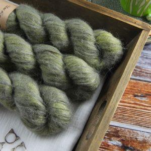 une-louve-dans-les-bois-1-laine-artisanal-teinte-main-suri-alpaga-en-terres-d-irlande