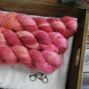 une-louve-dans-les-bois-1-laine-artisanal-teinte-main-suri-alpaga-festival