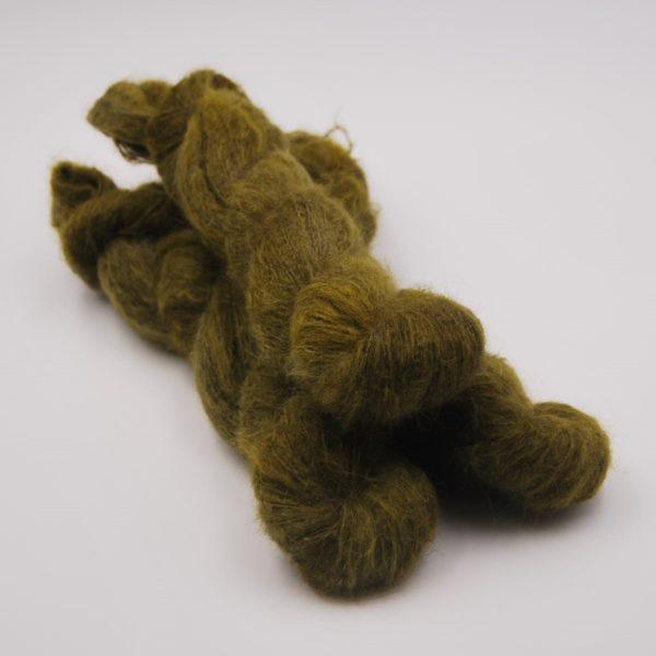 une-louve-dans-les-bois-1-laine-artisanal-teinte-main-suri-alpaga-foret-noire