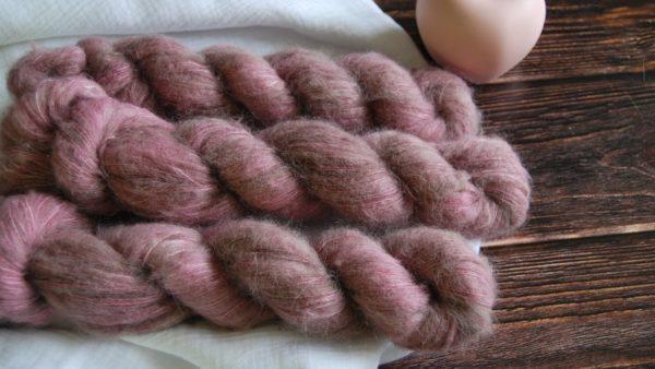 une-louve-dans-les-bois-1-laine-artisanal-teinte-main-suri-alpaga-hygge