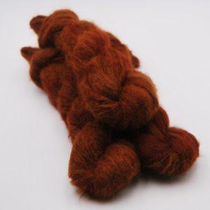 une-louve-dans-les-bois-1-laine-artisanal-teinte-main-suri-alpaga-l-odeur-du-bois