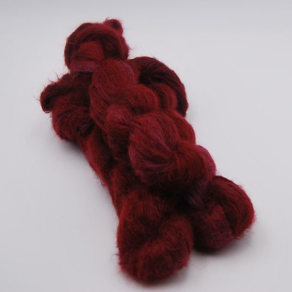 une-louve-dans-les-bois-1-laine-artisanal-teinte-main-suri-alpaga-petite-griotte