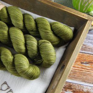 une-louve-dans-les-bois-1-laine-artisanal-teinte-main-twist-sock-merino-en-terres-d-irlande