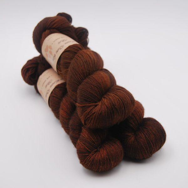une-louve-dans-les-bois-1-merino-artisanal-teinte-main-fine-sock-l-odeur-du-bois
