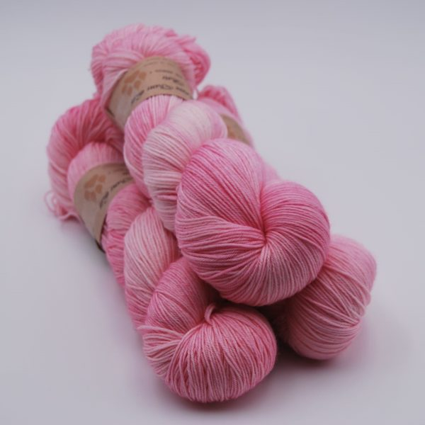 une-louve-dans-les-bois-1-merino-artisanal-teinte-main-fine-sock-little-lady