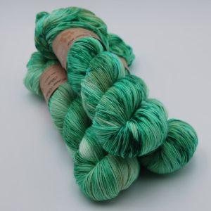 une-louve-dans-les-bois-1-merino-artisanal-teinte-main-fine-sock-mojito