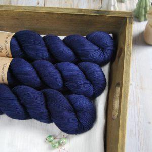 une-louve-dans-les-bois-1-merino-artisanal-teinte-main-fine-sock-sailors-and-fishermen