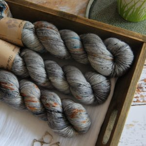 une-louve-dans-les-bois-1-merino-artisanal-teinte-main-single-epaves-en-mer-d-iroise