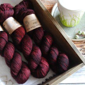 une-louve-dans-les-bois-1-merino-artisanal-teinte-main-single-erable-en-automne