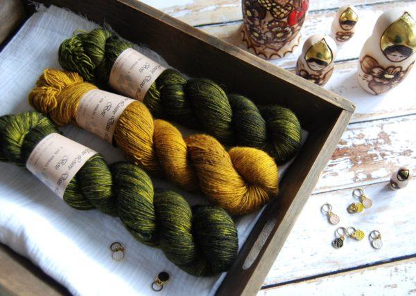 une-louve-dans-les-bois-1-merino-artisanal-teinte-main-single-jolies-fleurs-foret-noire-ruee-vers-l-or