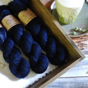 une-louve-dans-les-bois-1-merino-artisanal-teinte-main-single-sailors-and-fishermen