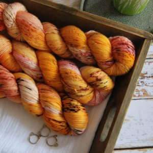une-louve-dans-les-bois-1-merino-artisanal-teinte-main-single-waiting-for-summer
