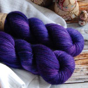 une-louve-dans-les-bois-1-merino-artisanal-teinte-main-twist-sock-1001-nuits