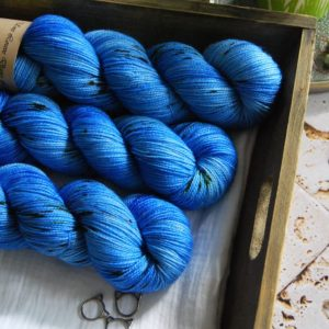 une-louve-dans-les-bois-1-merino-artisanal-teinte-main-twist-sock-cenotes