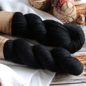 une-louve-dans-les-bois-1-merino-artisanal-teinte-main-twist-sock-clair-obscur