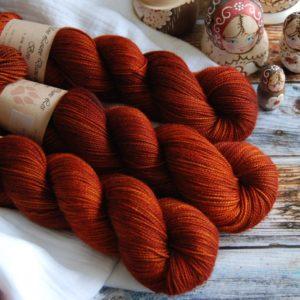 une-louve-dans-les-bois-1-merino-artisanal-teinte-main-twist-sock-fall