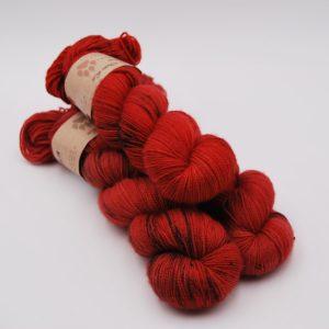 une-louve-dans-les-bois-1-merino-artisanal-teinte-main-twist-sock-jolis-coquelicots