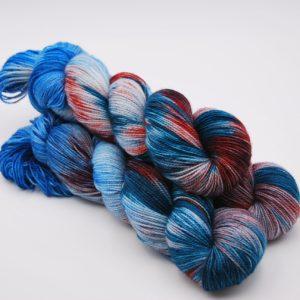 une-louve-dans-les-bois-1-merino-artisanal-teinte-main-twist-sock-nymphéas