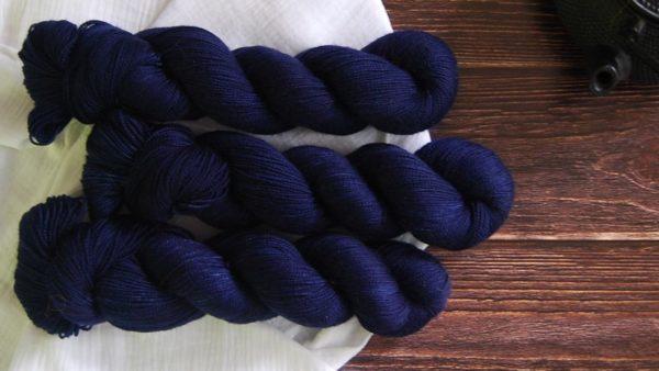 une-louve-dans-les-bois-1-merino-artisanal-teinte-main-twist-sock-sailors-and-fishermen