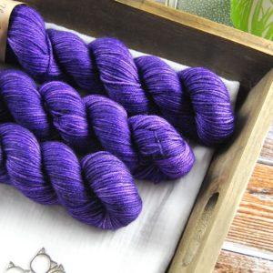 une-louve-dans-les-bois-2-laine-artisanal-teinte-main-DK-merino-1001-nuits