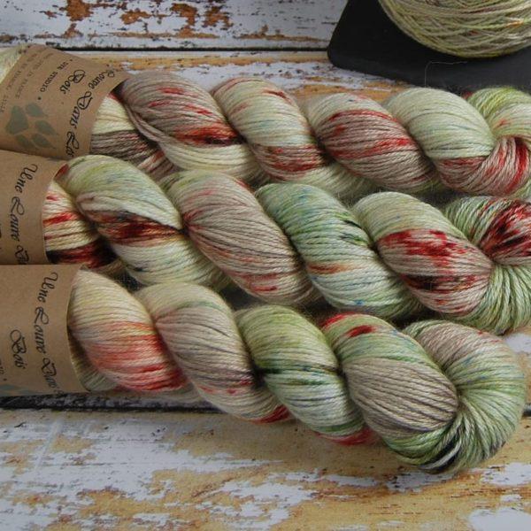 une-louve-dans-les-bois-2-laine-artisanal-teinte-main-alpaga-soie-cachemire-DK-ecumes