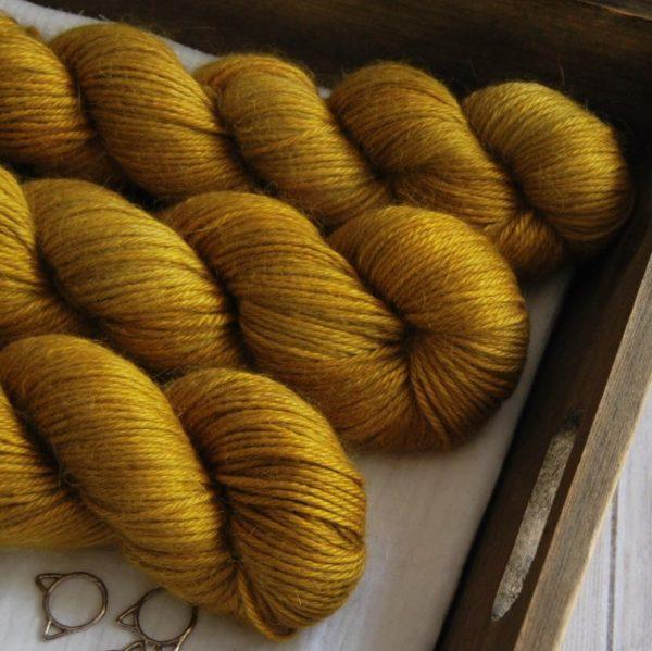 une-louve-dans-les-bois-2-laine-artisanal-teinte-main-alpaga-soie-cachemire-DK-ruee-vers-l-or