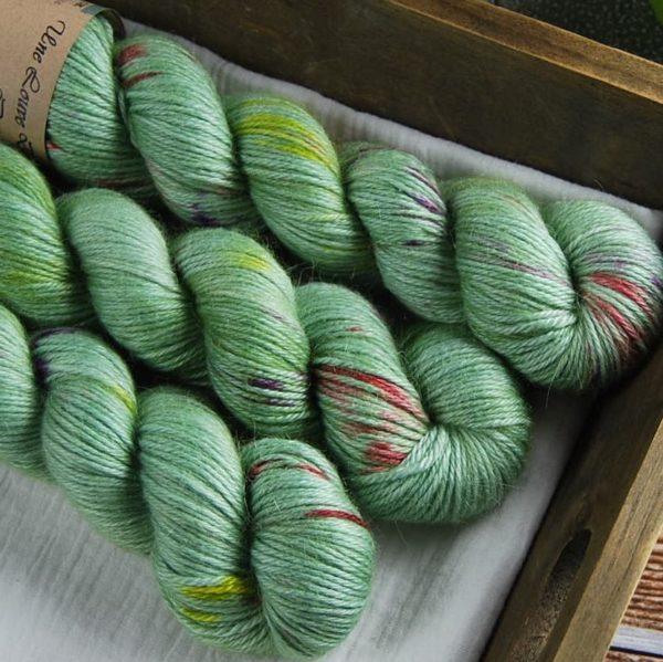 une-louve-dans-les-bois-2-laine-artisanal-teinte-main-alpaga-soie-cachemire-DK-sirenes