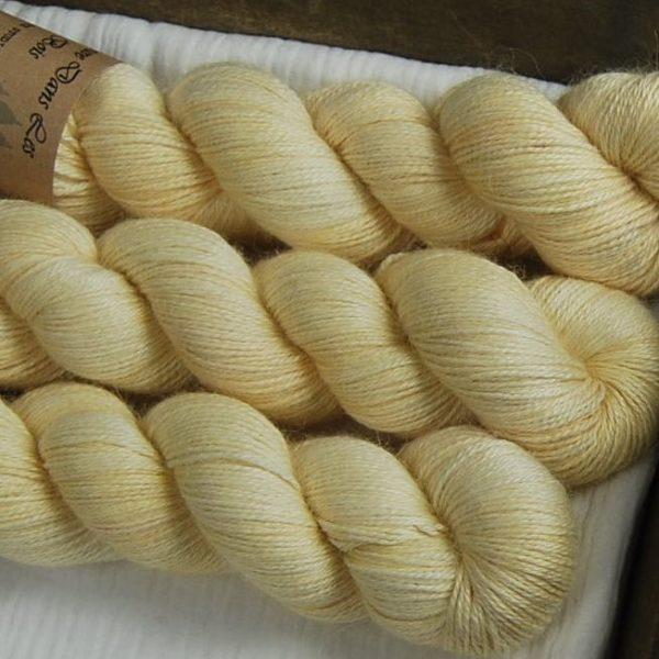 une-louve-dans-les-bois-2-laine-artisanal-teinte-main-alpaga-soie-cachemire-soleil-de-minuit