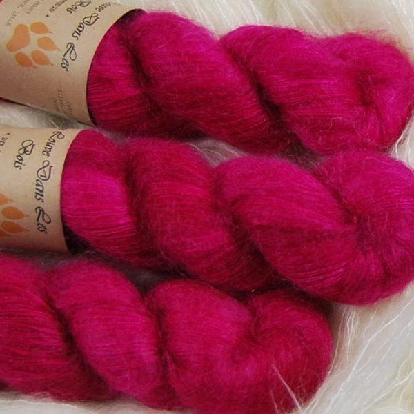 une-louve-dans-les-bois-2-laine-artisanal-teinte-main-superkid-mohair-bollywood