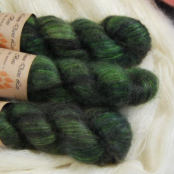 une-louve-dans-les-bois-2-laine-artisanal-teinte-main-superkid-mohair-broceliande