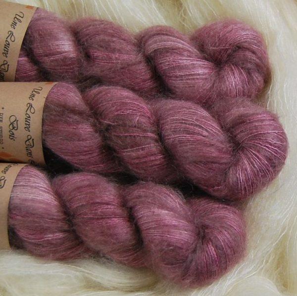 une-louve-dans-les-bois-2-laine-artisanal-teinte-main-superkid-mohair-bruyere-d-hiver