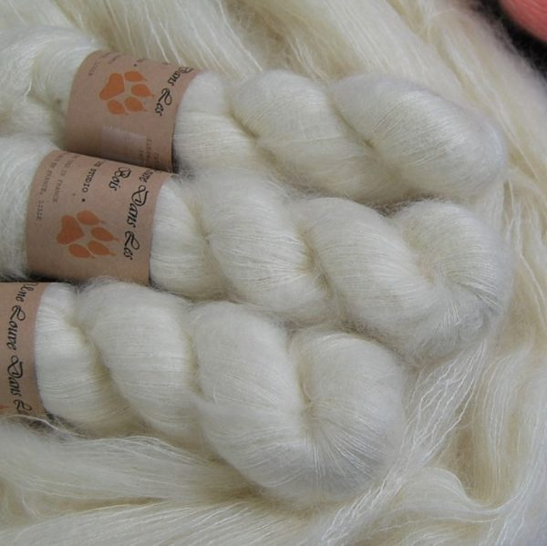 une-louve-dans-les-bois-2-laine-artisanal-teinte-main-superkid-mohair-en-mer-d-amundsen