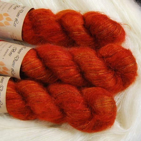 une-louve-dans-les-bois-2-laine-artisanal-teinte-main-superkid-mohair-fall