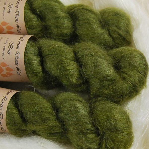 une-louve-dans-les-bois-2-laine-artisanal-teinte-main-superkid-mohair-foret-noire