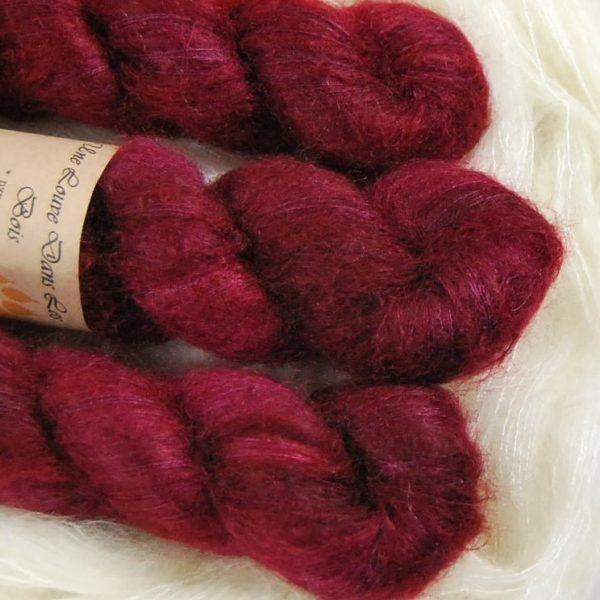une-louve-dans-les-bois-2-laine-artisanal-teinte-main-superkid-mohair-petite-griotte