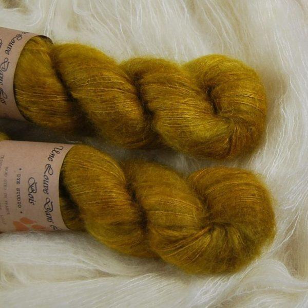 une-louve-dans-les-bois-2-laine-artisanal-teinte-main-superkid-mohair-ruee-vers-l-or