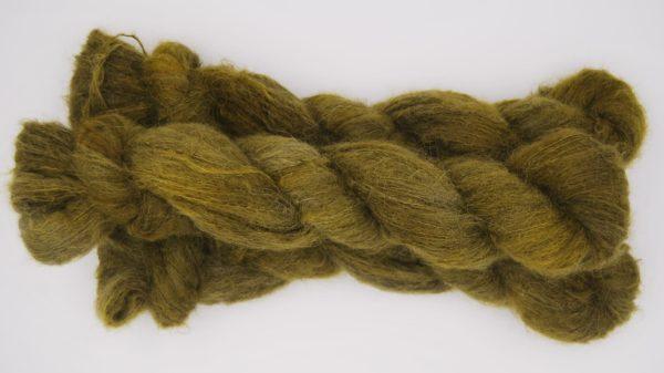 une-louve-dans-les-bois-2-laine-artisanal-teinte-main-suri-alpaga-foret-noire