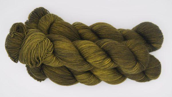 une-louve-dans-les-bois-2-laine-artisanal-teinte-main-twist-sock-foret-noire