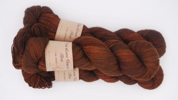 une-louve-dans-les-bois-2-merino-artisanal-teinte-main-fine-sock-l-odeur-du-bois