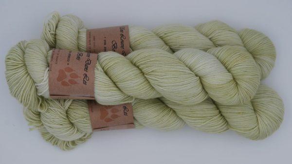 une-louve-dans-les-bois-2-merino-artisanal-teinte-main-fine-sock-minty