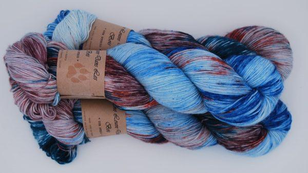 une-louve-dans-les-bois-2-merino-artisanal-teinte-main-fine-sock-nympheas