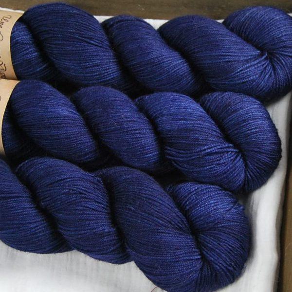 une-louve-dans-les-bois-2-merino-artisanal-teinte-main-fine-sock-sailors-and-fishermen
