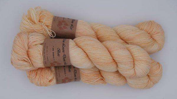 une-louve-dans-les-bois-2-merino-artisanal-teinte-main-fine-sock-soleil-de-minuit