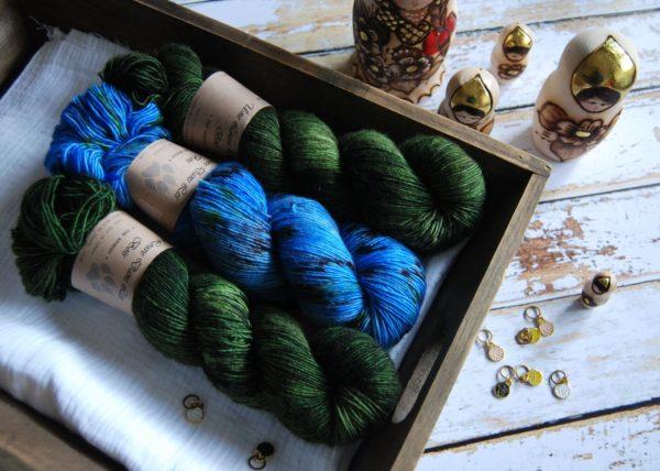 une-louve-dans-les-bois-2-merino-artisanal-teinte-main-single-jolies-fleurs-broceliande-cénotes