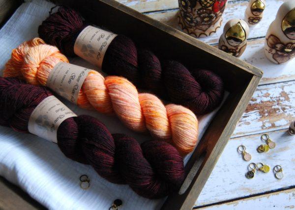 une-louve-dans-les-bois-2-merino-artisanal-teinte-main-single-jolies-fleurs-erables-en-automne-marmelade-d-agrumes
