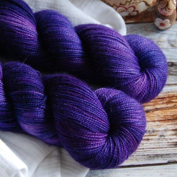 une-louve-dans-les-bois-2-merino-artisanal-teinte-main-twist-sock-1001-nuits