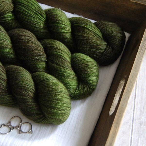 une-louve-dans-les-bois-2-merino-artisanal-teinte-main-twist-sock-broceliande