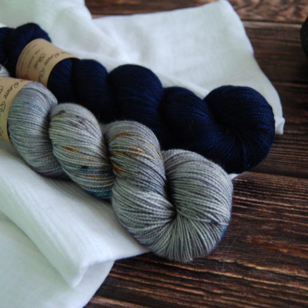 une-louve-dans-les-bois-2-merino-artisanal-teinte-main-twist-sock-epaves-en-mer-d-iroise-sailors-and-fishermen